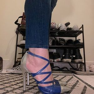 Strappy pumps blue and silver cap toe